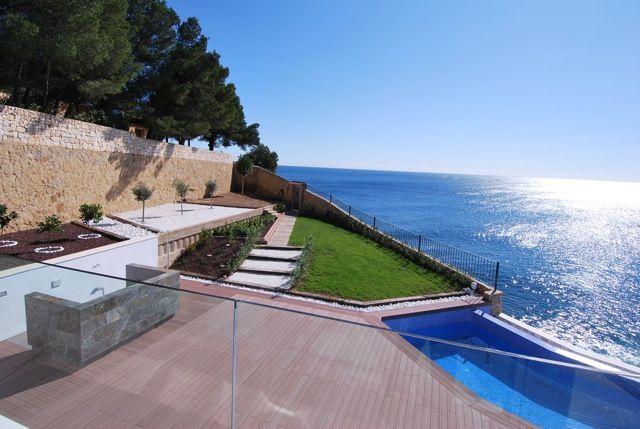 Villa mit atemberaubendem Meerblick und direktem Strandzugang in Benissa, Alicante