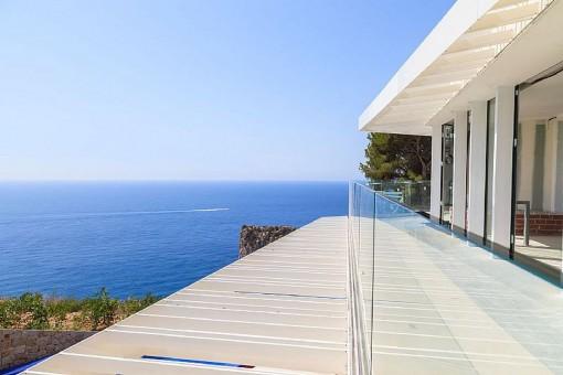 Moderne Luxus-Villa in erster Meereslinie mit Infinity-Pool in Jávea, Alicante