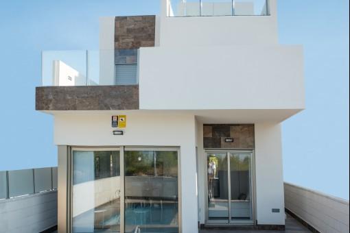 Luxuriöse Neubau-Villa mit Infinity-Pool in La Zenia Nahe Torrevieja, Alicante