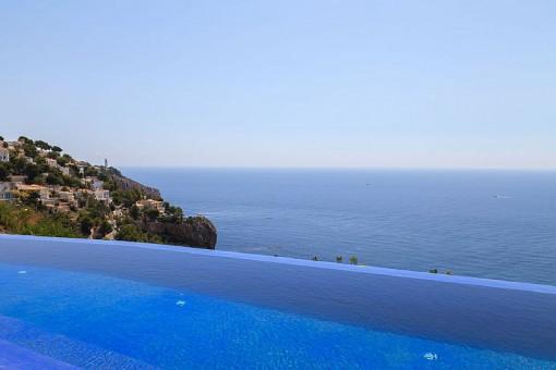 Atemberaubender Meerblick vom Pool