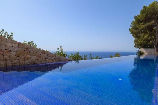 Atemberaubende Aussicht vom Pool