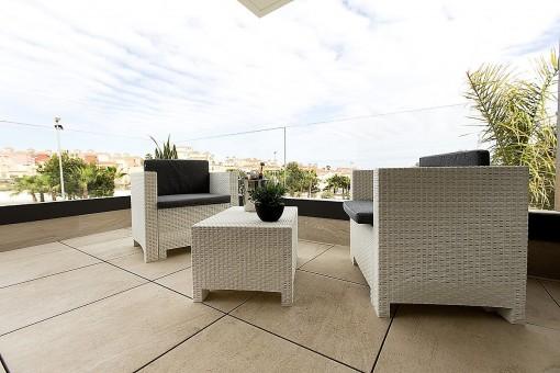 Überdachte Terrasse mit herrlicher Panoramaaussicht