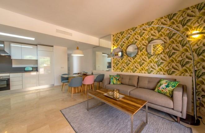 Schönes Apartment mit Terrasse und Gemeinschaftspool in Meernähe in Punta Prima, Alicante